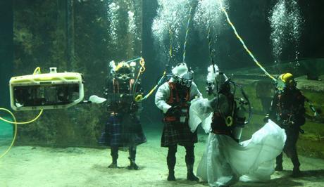 Underwater-Wedding-Between-Teacher-and-Diver