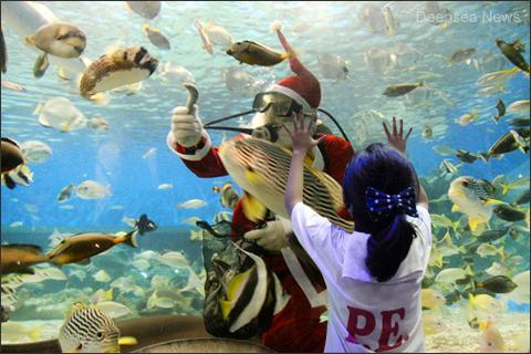 Underwater-santa