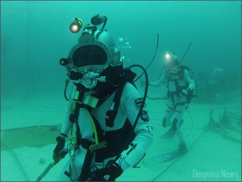 astronauts-underwater