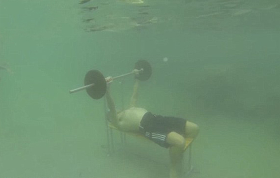 underwater-bench-presses-world-record
