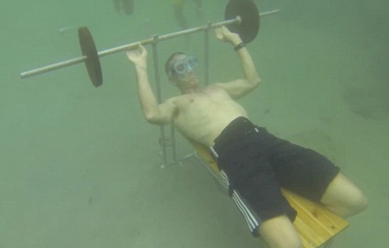 underwater-bench-presses